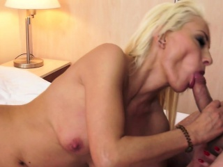Perfect mature cockriding and gets cuminmouth
