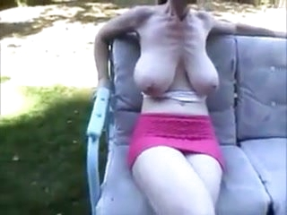 Huge Mature saggy tits playing