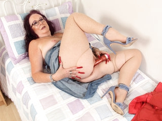 British granny Zadi puts dildo to work in her old fanny