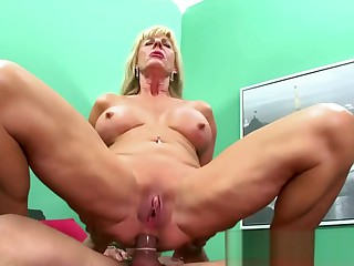 Granny whore wishes a cock inside her anal