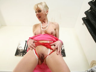 English gilf Elaine needs orgasmic pleasure